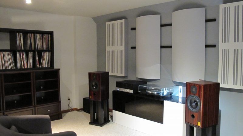 Absorber diffusors alpha series in 2 channel listening room